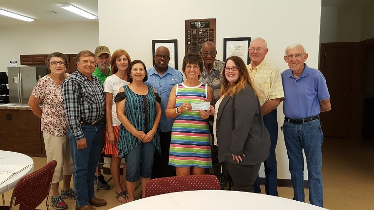 HOA Meals on Wheels received a $1,000 donation from WCF.